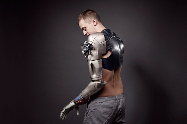 Amputee Gamer Receives Bionic Arm inspired by Metal Gear Solid V